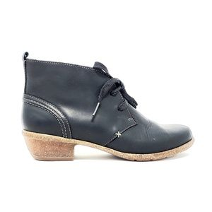 Clark's Artisan Ankle Boots Size 7